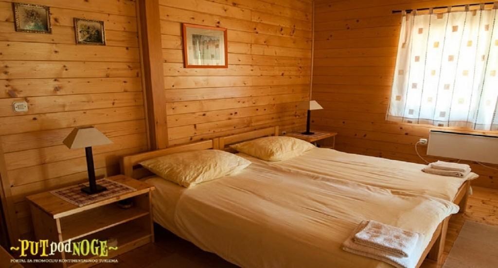 SelectBox_apartmani_mreznicka_kuca_zvecaj_hrvatska_1358x732px.jpg